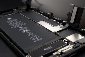 Apple、新型iPhoneでQualcommモデムチップを採用せず。Intelが契約独占か