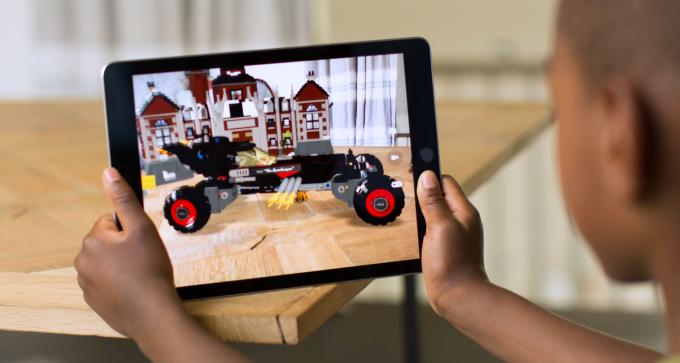 AppleがARグラス用の導波路レンズを作っているAkonia Holographicsを買収