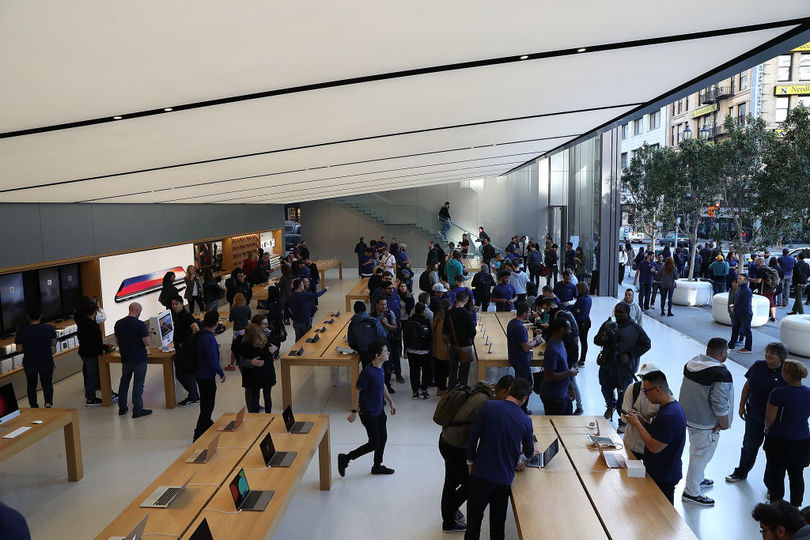 Apple Store強盗、200万円分のMacBookを奪いとるも買い物客に捕まる