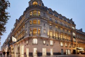パリ・シャンゼリゼ通りの「Apple Champs-Élysées」の内装の写真が公開