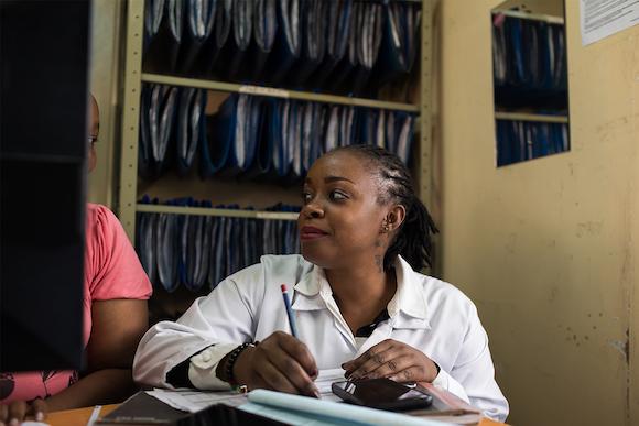 Apple、世界エイズデーを前にHIV撲滅をめざす(RED)の取り組みを紹介