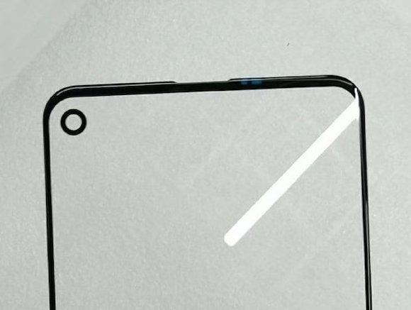 SamsungのGalaxy A8、世界初の「穴開き画面スマホ」に?
