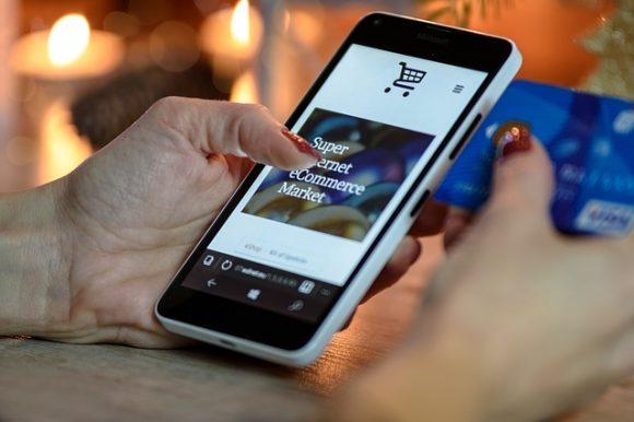 米サンクスギビングデイのオンライン購入、スマホ利用が初めて過半数超えに