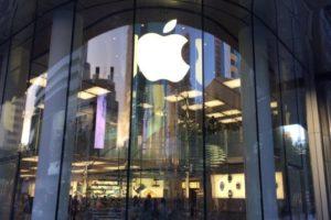 Apple、時価総額でMicrosoftに抜かれる〜首位陥落