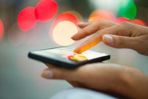 次世代iPhoneのFace ID、赤外線センサをOLEDディスプレイ内に埋め込みも?