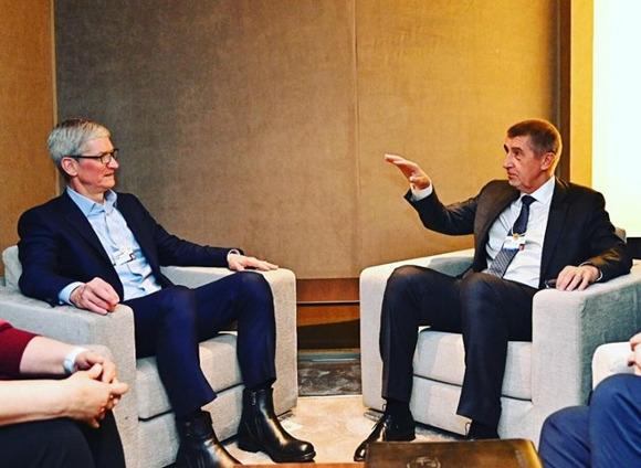 Appleのティム・クックCEO、チェコ共和国の首相と会談〜店舗の展開も?